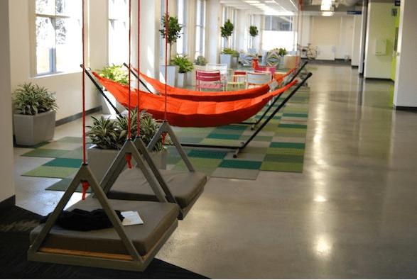 Hangmat op kantoor